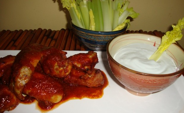 Restaurant Style Spicy Buffalo Wings With Blue Cheese Dip